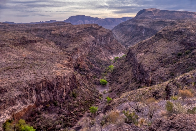 P1110081 canyon mountains